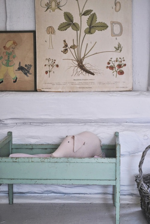 vintage-details-in-a-summerhouse