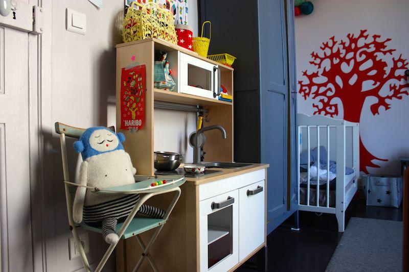 vintage-highchair-shared-bedroom