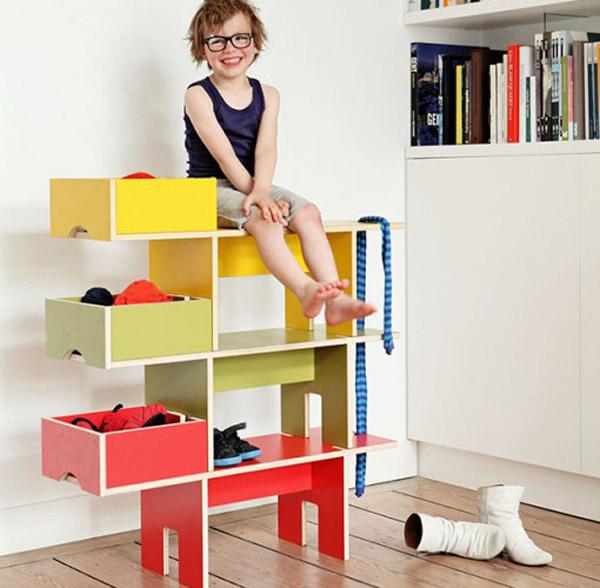 Bobby, a special shelf for children