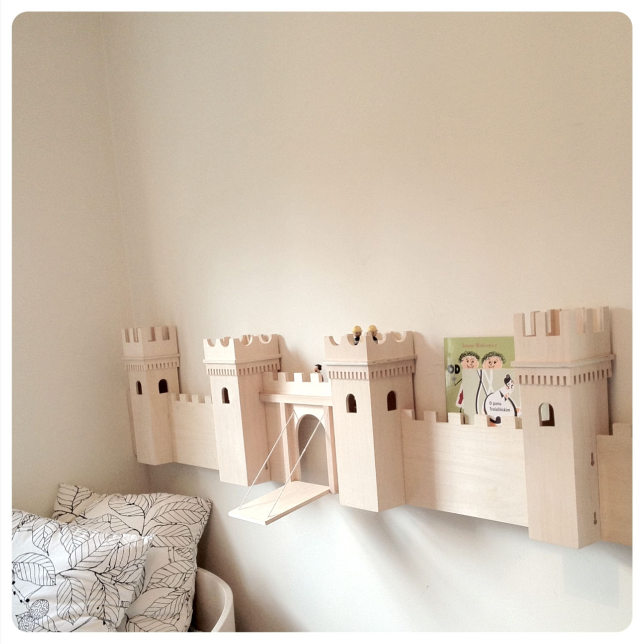diy-castel-turn-into-bookshelf