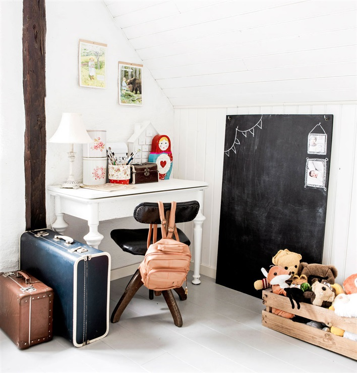attic-room-workspace