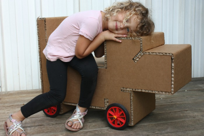 muki-cardboard-toy