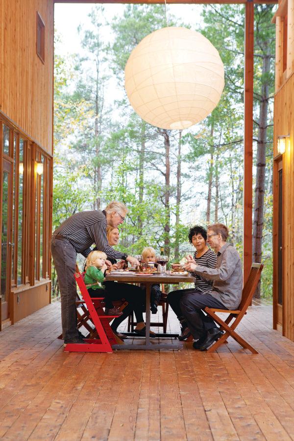 toronto-outdoors-dining-room4