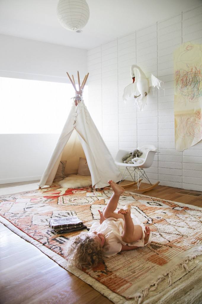 Kids rooms with moroccan rugs petit small for Rug for kids room