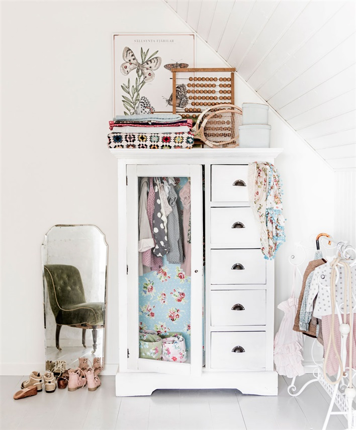 vintage-girls-room-wardrobe