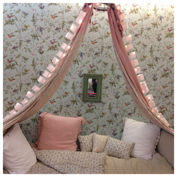 cute-canopy-girl-room2