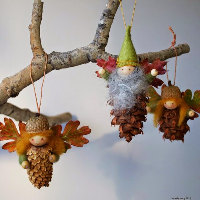 7 christmas crafts with pine cones and felt petit small for Small pine cone crafts