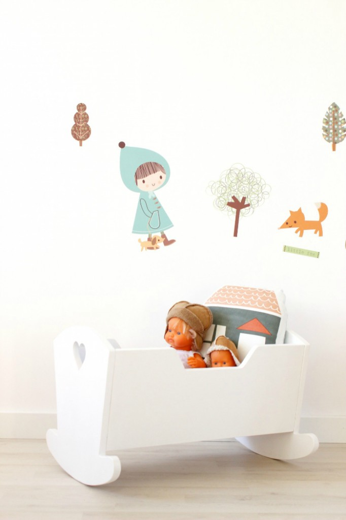 wood-szczescia-doll-cradle