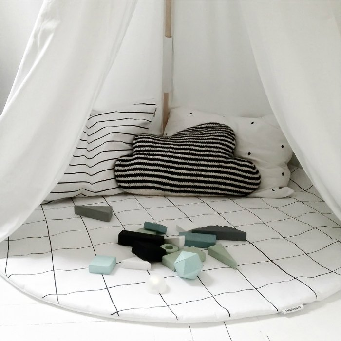 grid-play-mat-cats-and-boys