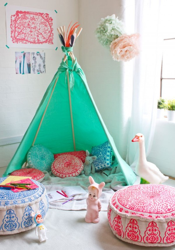 pink-room-green-tee-pee7