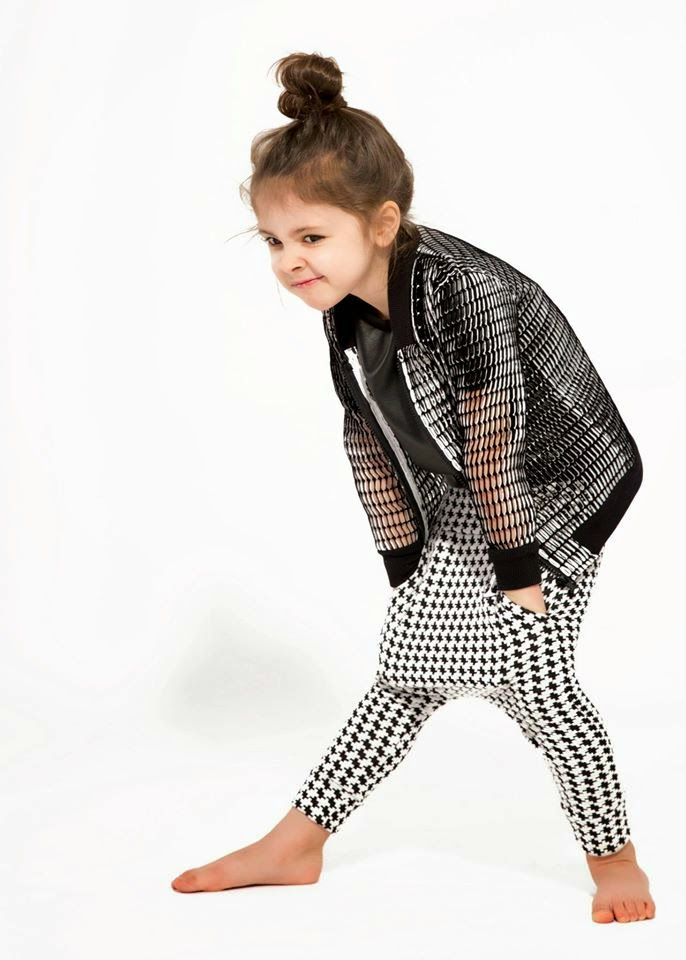 clothes-for-kids-czesiociuch- -black-and-white-collection-SS-2015