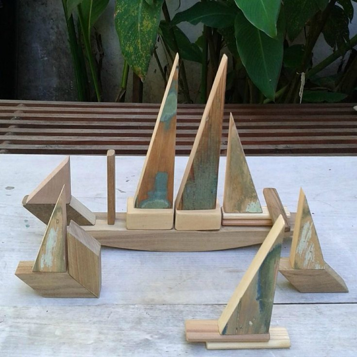 wooden-boat-playthings-sarmiento