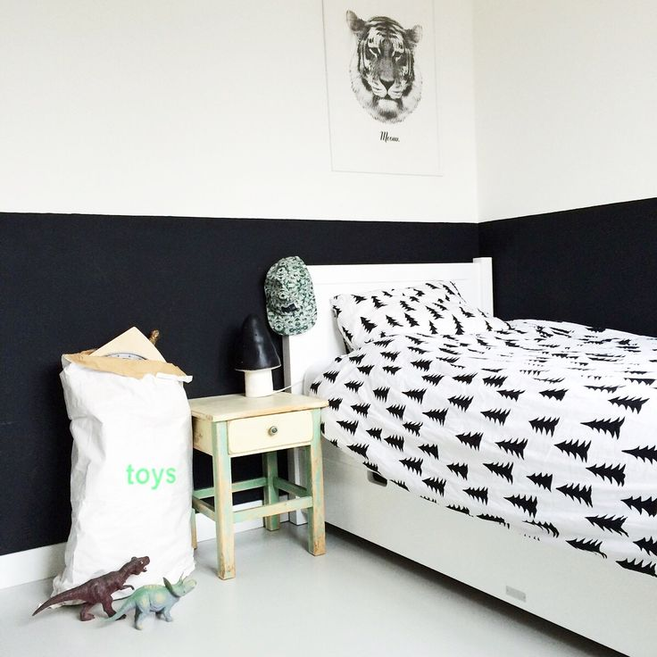7 black and white kids spaces petit small. Black Bedroom Furniture Sets. Home Design Ideas