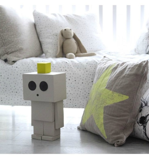 We love cardboard toys and this robot from Ooh Noo is no exception!
