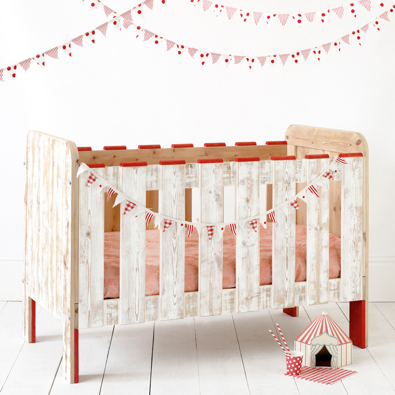 baby-crib-candy-circus