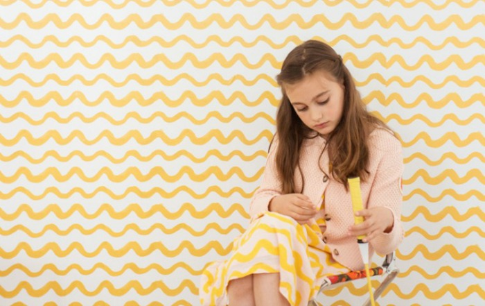 childrens-wallpaper-yellow-waves-bobo-choses-chispum