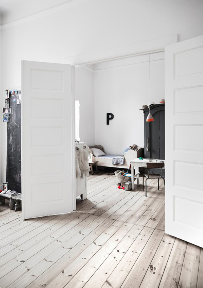 eclectic-simple-kids-room