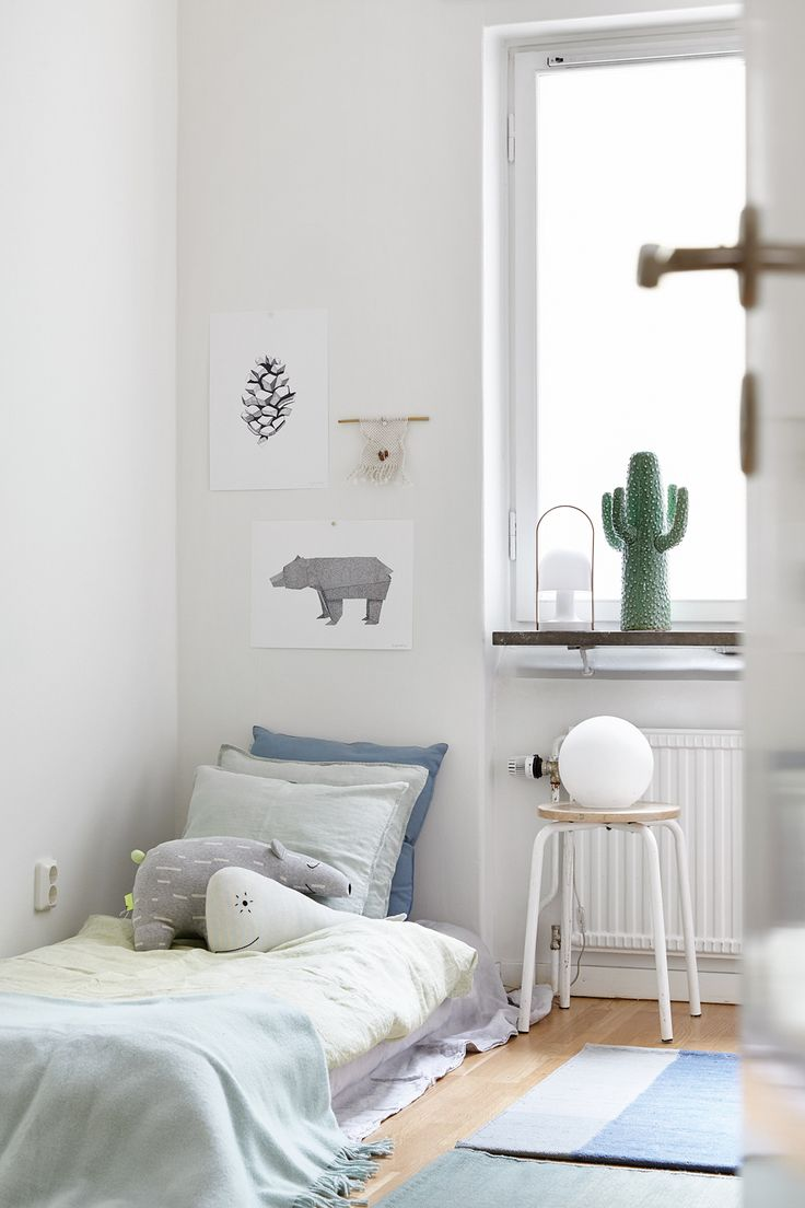 White, Simple, Beautiful Kid's Rooms