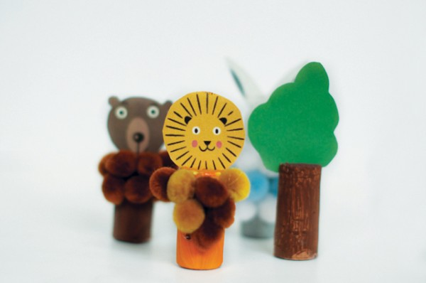 recycled-animal-puppets-with-cork4