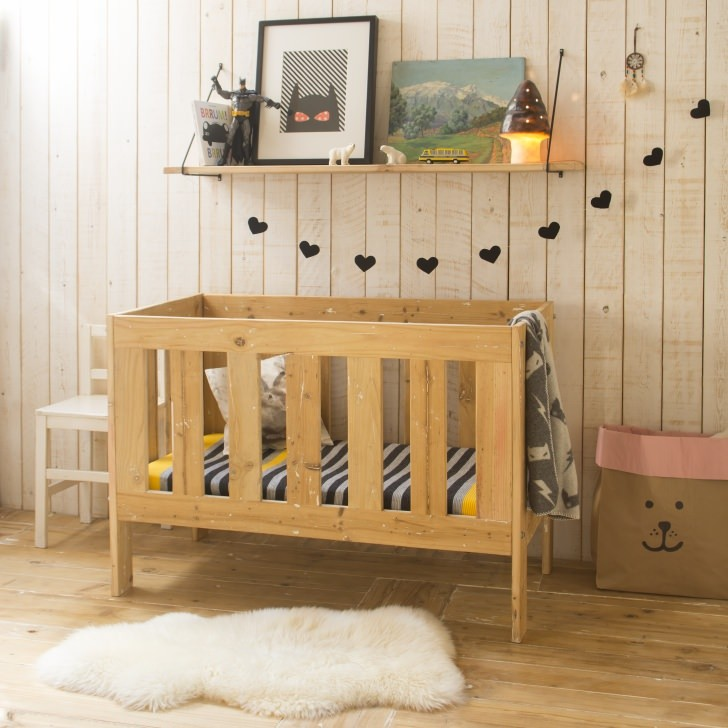 wooden-crib-xo-in-my-room5