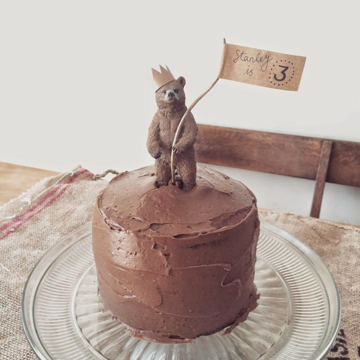 Ideas to decorate cakes with toy animals petit small for Animal cake decoration ideas