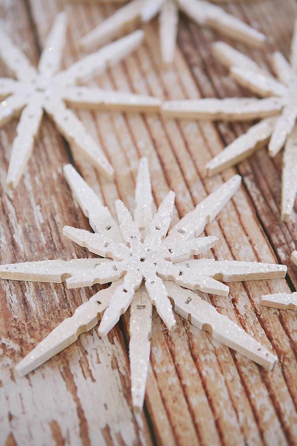 diy-clothespin-snowflakes