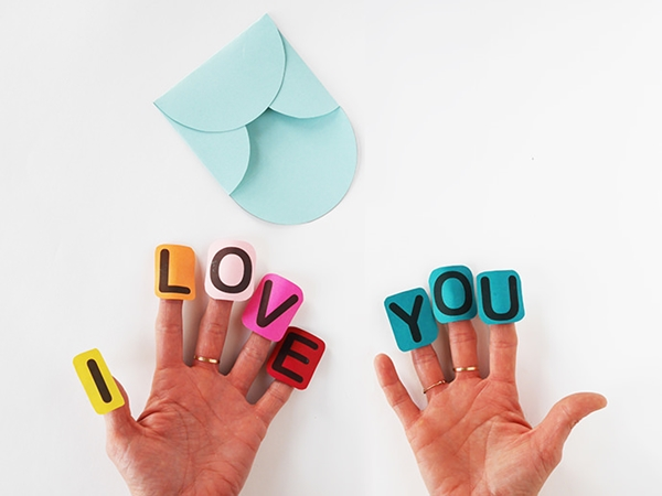 I-love-You-fingers-card-7-copy