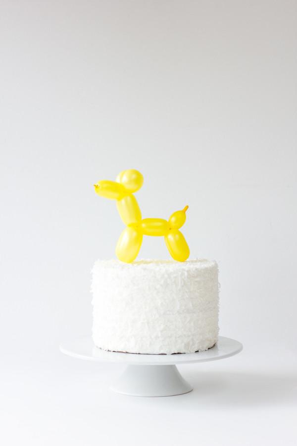 DIY-Balloon-Animal-Cake-Toppe