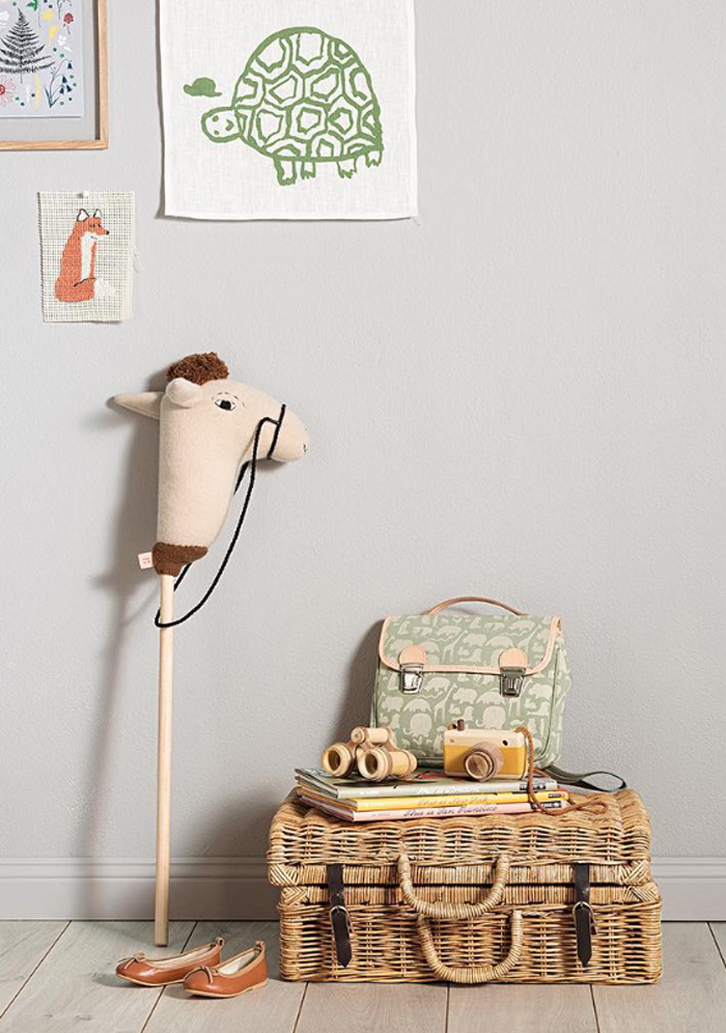Kids room ideas wood details and vintage touches petit Vintage childrens room decor