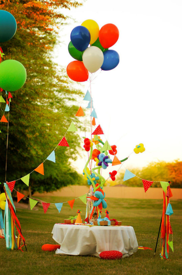 7 Ideas for Organising the Perfect Balloon and Pompon Party - Petit ...