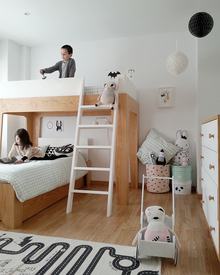 2 amazing scandinavian style kids rooms petit small for Bed styles for small rooms
