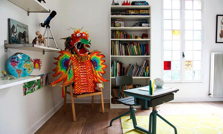 vintage-desk-colourful-nook