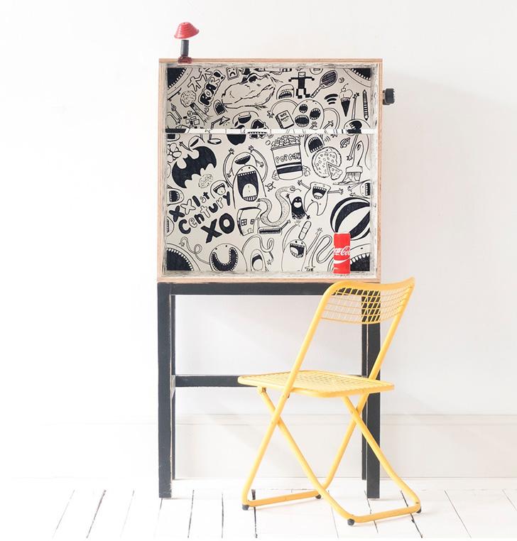 xo-inmyroom-desk-comic