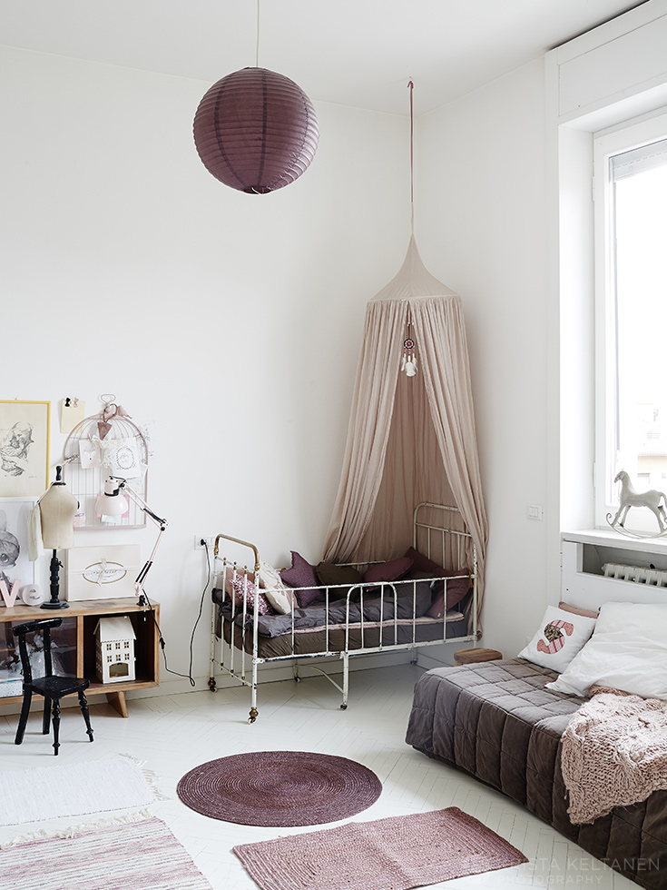 canopy-crib-vintage-nursery