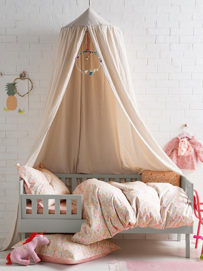 how to create special kids 39 spaces with hanging canopies petit small. Black Bedroom Furniture Sets. Home Design Ideas