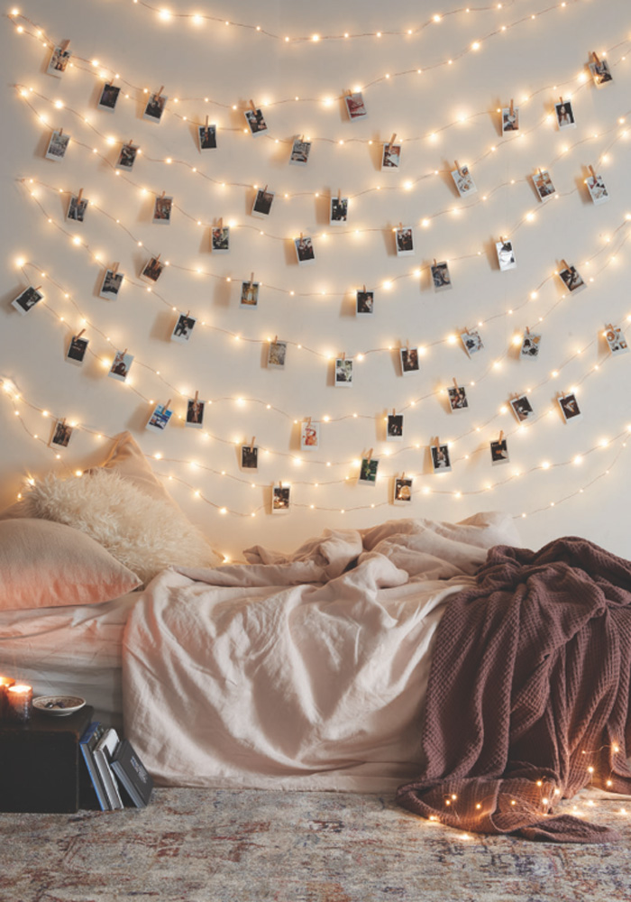 How to decorate your kids room with fairy lights petit for Room decor with fairy lights