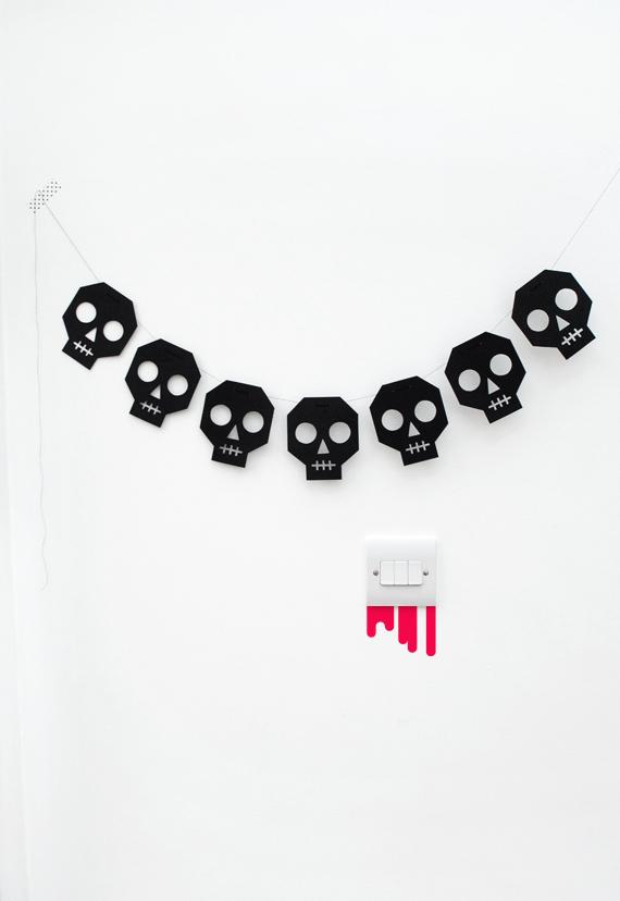 skull-bunting