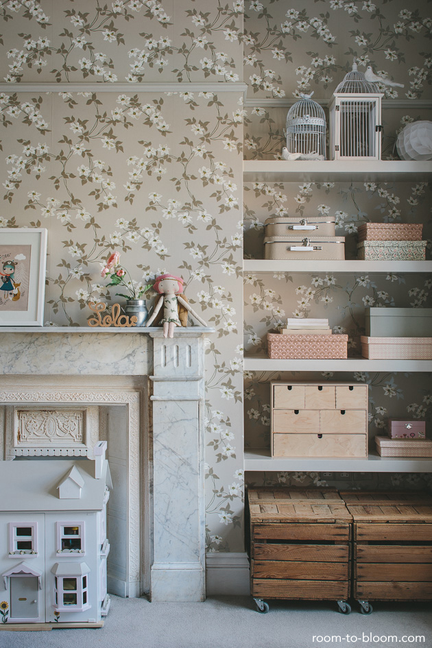 flower-wallpaper-vintage-childrens-bedroom