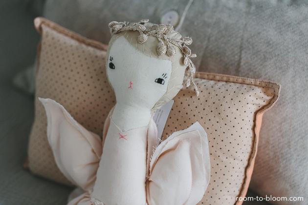 interior-design-girls-room-doll