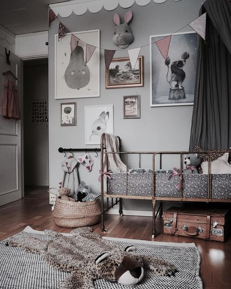 How To Create A Charming Vintage Kids Room