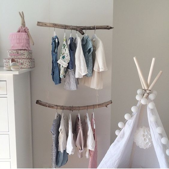Beautiful clothes hangers for babies that you can make for Perchas bebe ikea