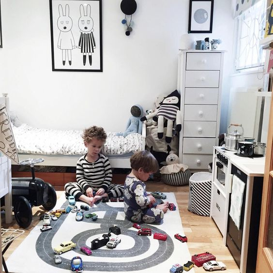A charming shared room for two little brothers - Petit & Small