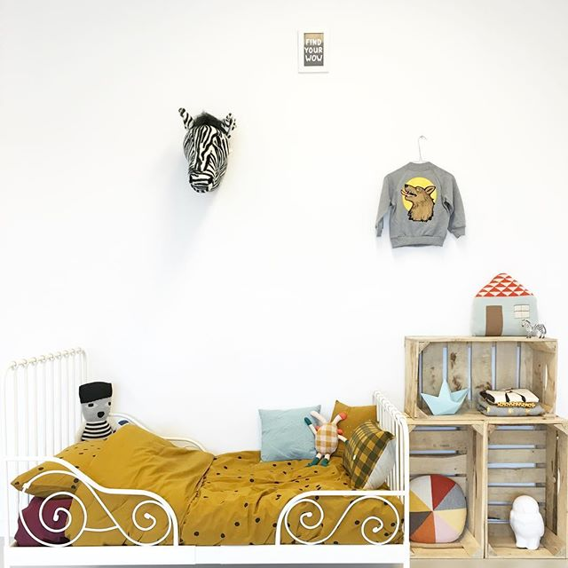 low-cost-storage-kids-room