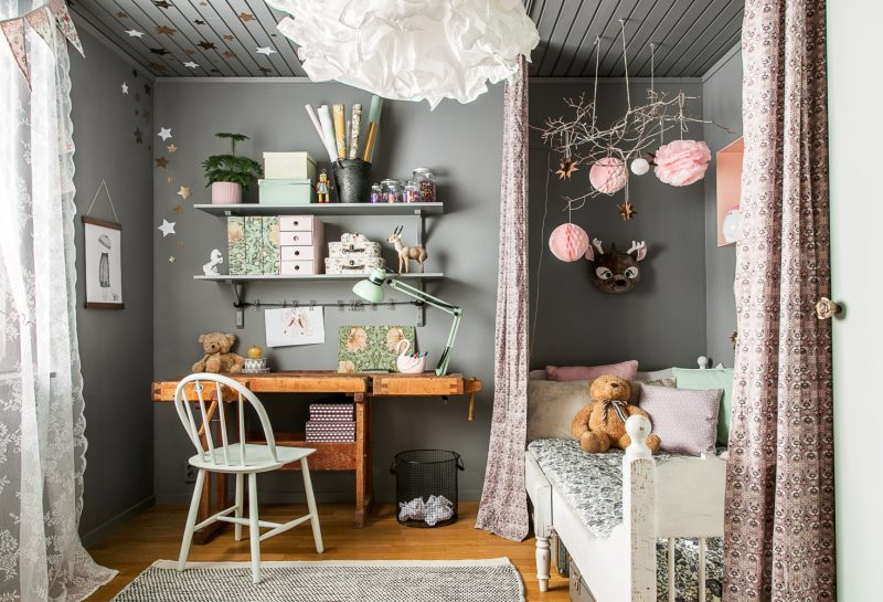 If you love your vintage kid's rooms, you're in for a treat today. We are  big fans of vintage, especially the more eclectic looks which mix and  match, ...