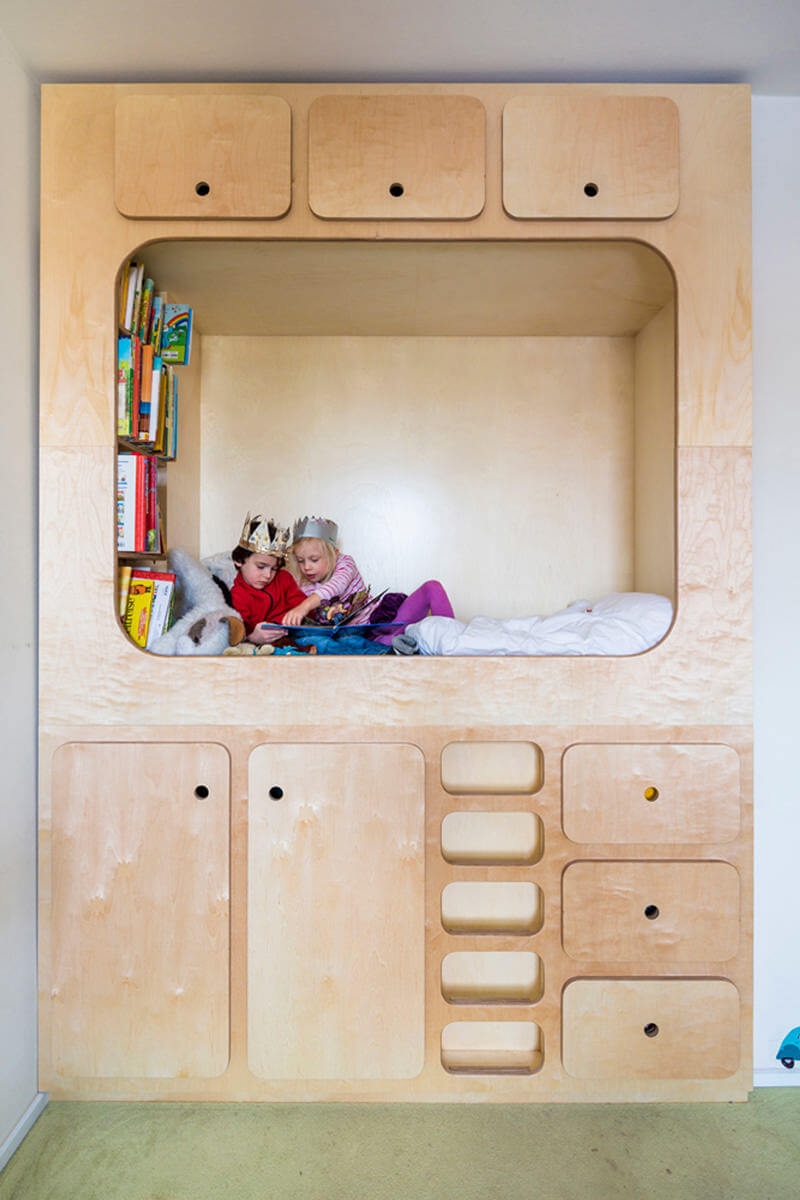 How to optimise space in your kids room big solutions for for Small room with two beds