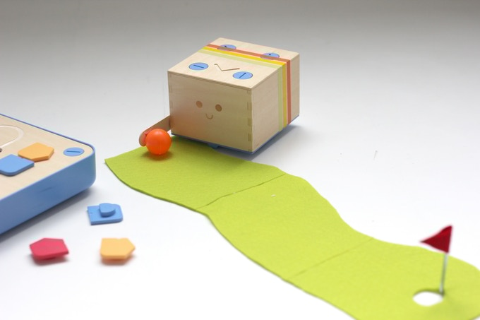 A Wooden Toy that Teaches Coding without Screens