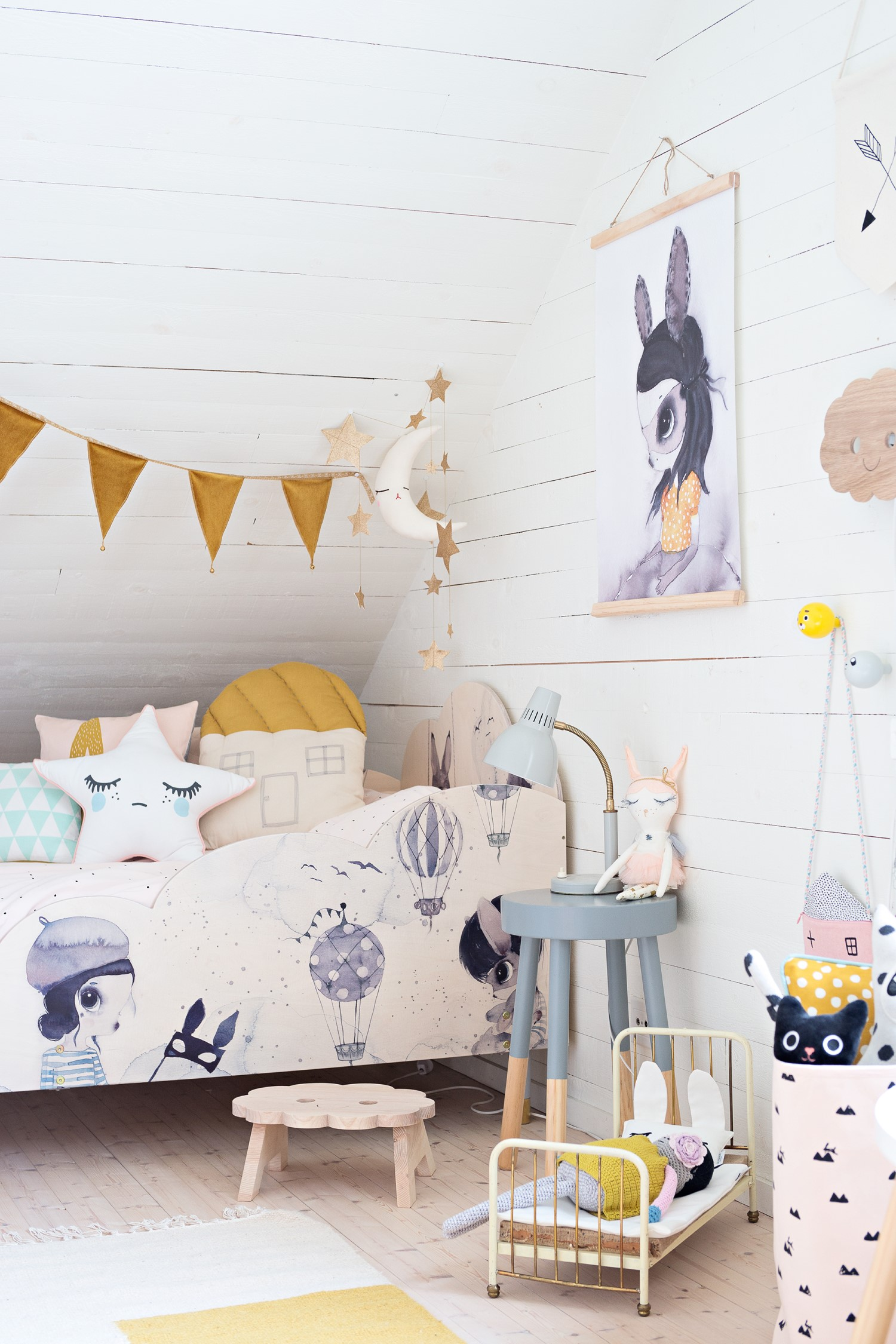 5 clever ideas to upgrade your kid 39 s ikea bed petit small for Youth beds ikea