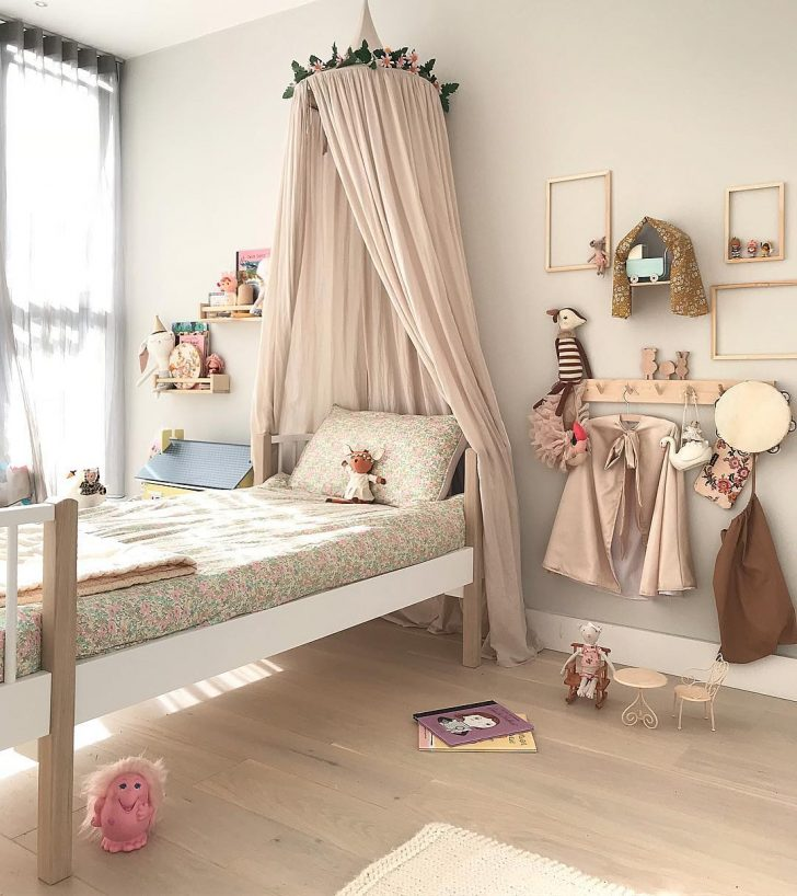 How To Create A Gallery Wall In Your Kids Room Petit Small