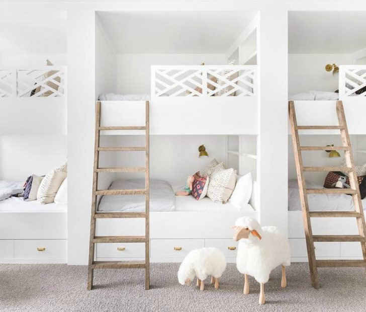 This Is An All White Room That Sleeps Six Kids Of Diffe Ages And Genders Course A Great Choice Because Even Though There Are 3