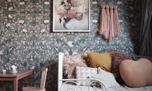 Dark and dreamy wallpapers with a floral touch